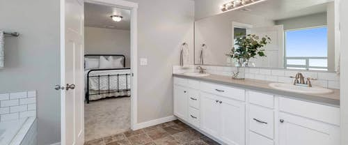 Garnet_Hubble_Homes_New_Homes_Boise_Bathroom.jpg